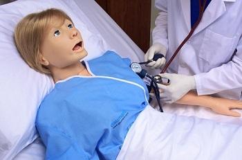 Susie- zaawansowany symulator pielęgniarski firmy Gaumard